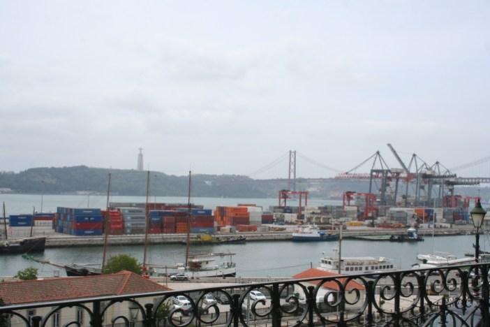 Hafen und Tejo - Doch so fern